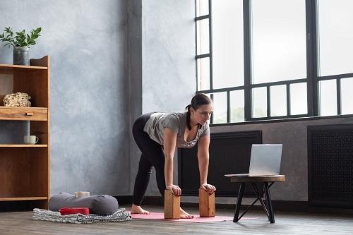 un cours de yoga à Paris 17